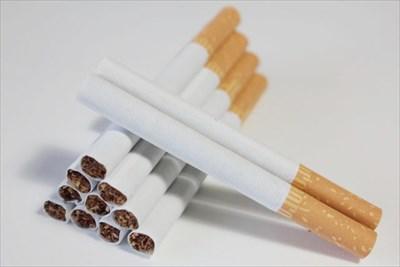 タバコは歯が黄ばむ原因のひとつ